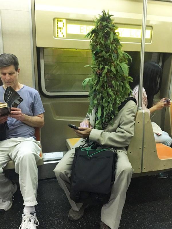 Pessoas no metrô 13