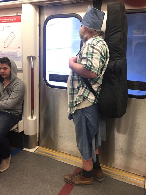Pessoas no metrô 6