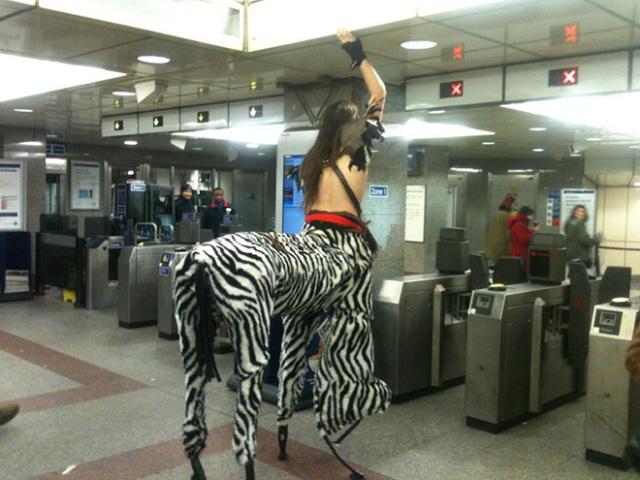 Pessoas no metrô 7